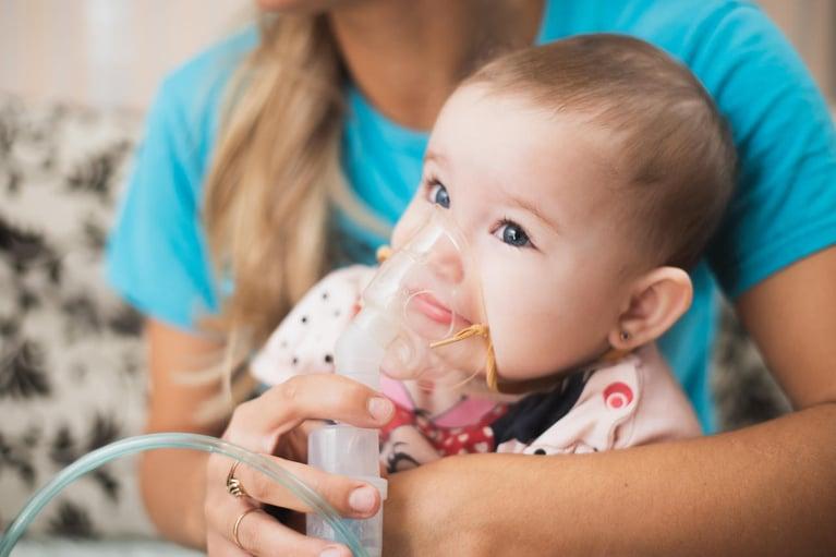 Astma u dzieci – leczenie domowe, naturalne i farmaceutyczne