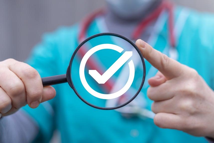 De puzzel van NEN en ISO certificeringen in de zorg