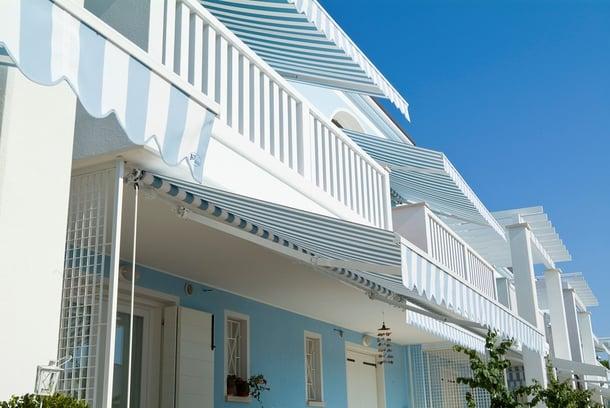 Tende da sole elettriche per balconi e terrazzi
