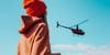 Padre helicóptero sobrevolando sobre hija