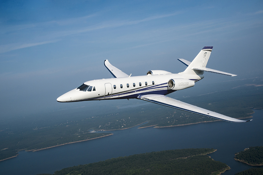 Cessna Citation Sovereign flying between cities
