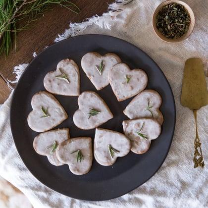 gingersnaps-with-vanilla-glaze-recipe