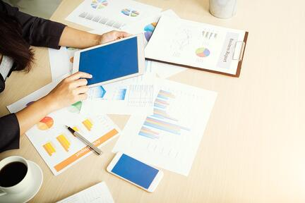 woman managing her budgeting strategy