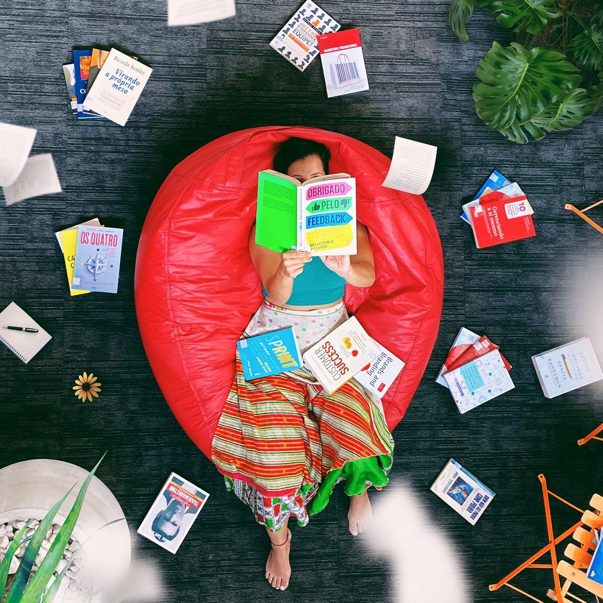 Día de leer un libro: 5 autores colombianos que debes leer