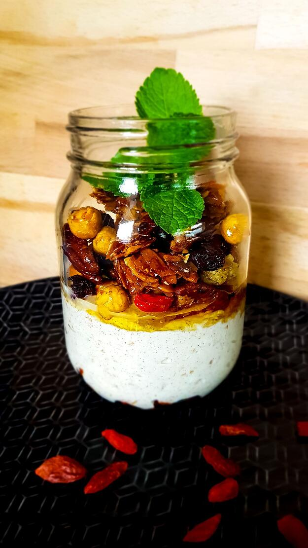 Homemade yoghurt en granola