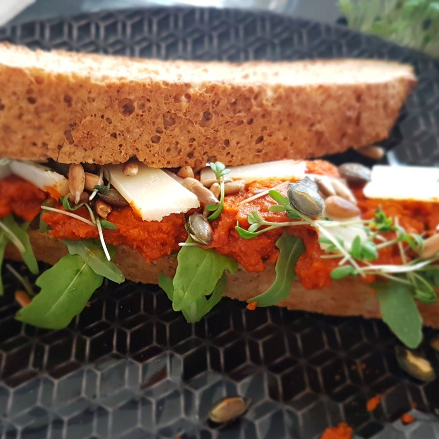 Toscaans brood en paprikaspread