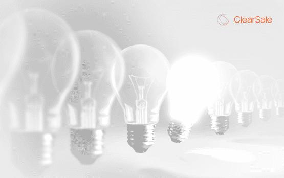 uma lâmpada iluminada fazendo alusão à inovação empresarial