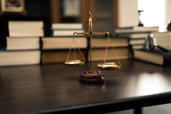 キーワードから紐解く業界分析シリーズ:弁護士事務所編